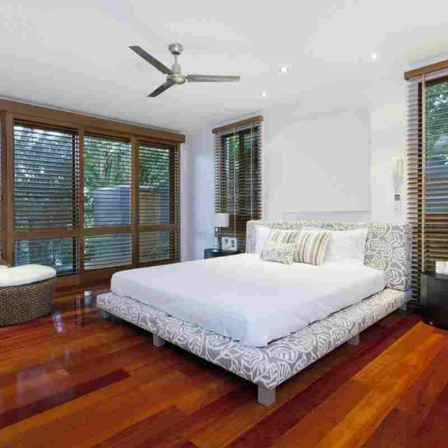 http://www.villaseaparadisecuracao.nl/wp-content/uploads/2016/05/details-gallery-bedroom-1-1-640x640.jpg