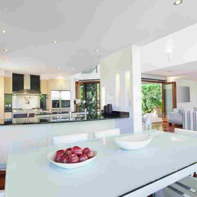 http://www.villaseaparadisecuracao.nl/wp-content/uploads/2016/06/details-gallery-kitchen-2-1-640x640.jpg
