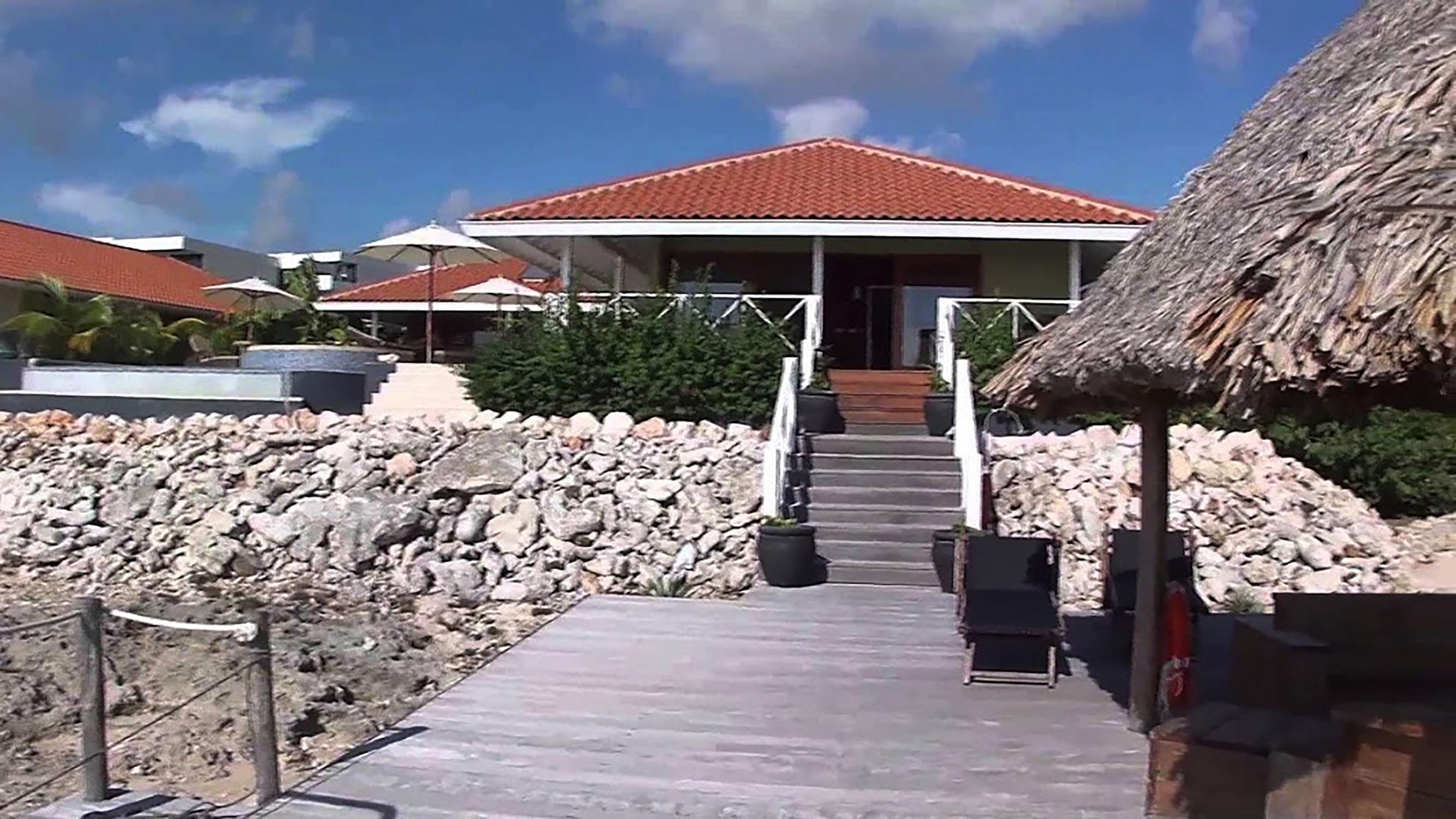 http://www.villaseaparadisecuracao.nl/wp-content/uploads/2019/02/beachvilla1500.jpg