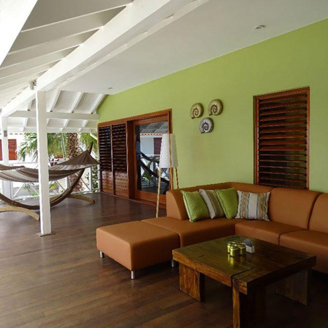 http://www.villaseaparadisecuracao.nl/wp-content/uploads/2019/02/lounge-corner-800x600-640x640.jpg