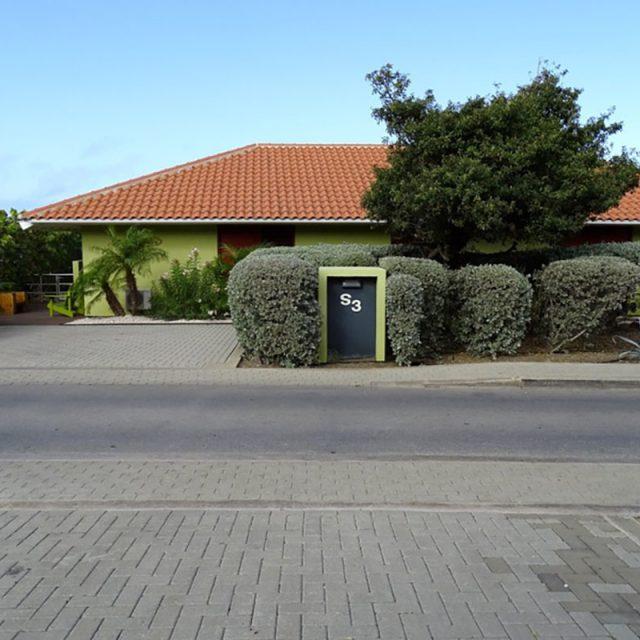 http://www.villaseaparadisecuracao.nl/wp-content/uploads/2019/02/villa-street-view-800x600-640x640.jpg