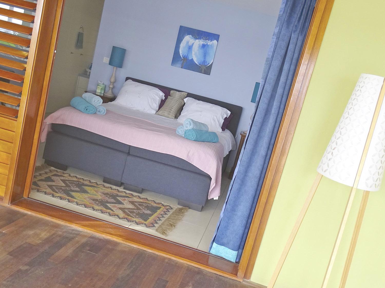 http://www.villaseaparadisecuracao.nl/wp-content/uploads/2019/03/bedroom.jpg