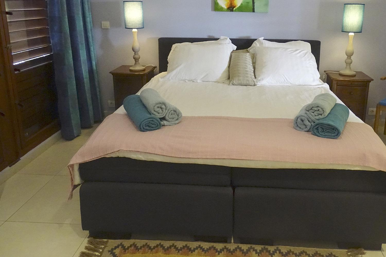 http://www.villaseaparadisecuracao.nl/wp-content/uploads/2019/03/bedroom2.jpg