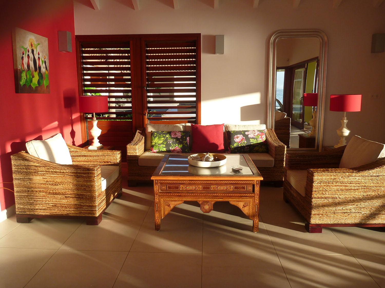 http://www.villaseaparadisecuracao.nl/wp-content/uploads/2019/03/livingroom2.jpg